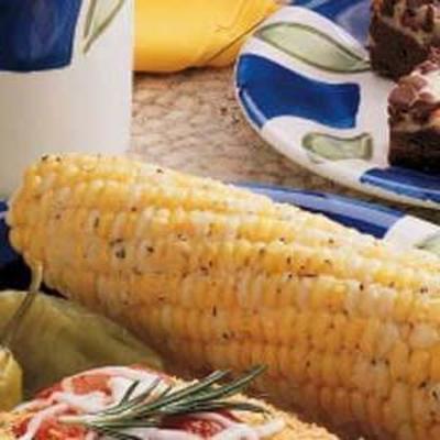 mısır koçanı üzerinde parmesan