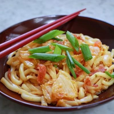 kimchi udon erişte tavada kızartma