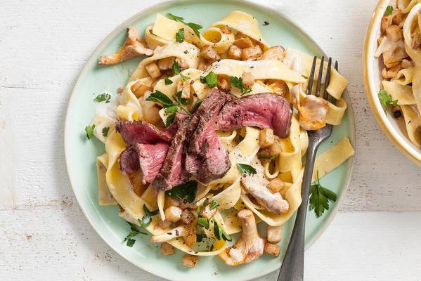 biftek, kereviz ve mantarlı lüks pappardelle