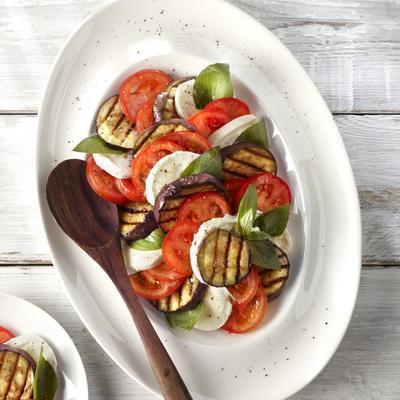ızgara patlıcan ve mozzarella salatası