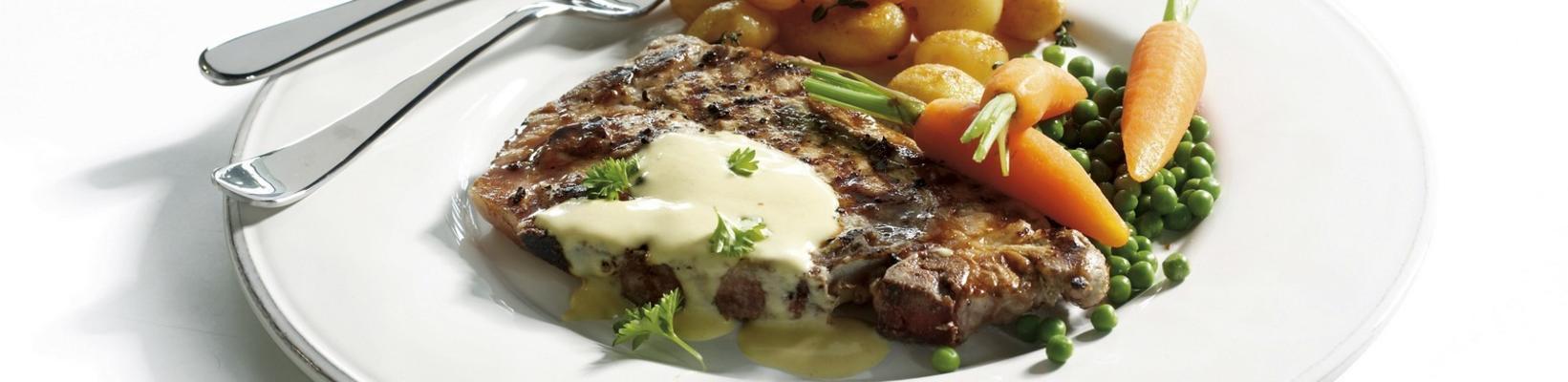 kavrulmuş omuz pirzolası, patates ve ballı hardal sos ile