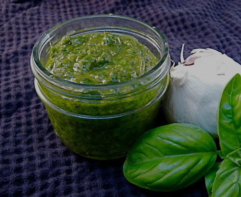 Simple Roasted Garlic Pesto
