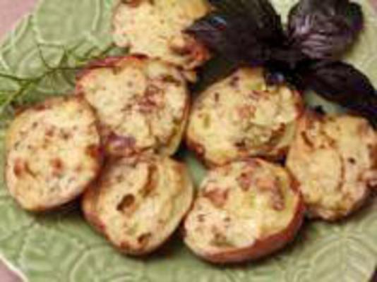 pastırma, krem peynir ve yeşil soğan ile doldurulmuş patates dolması
