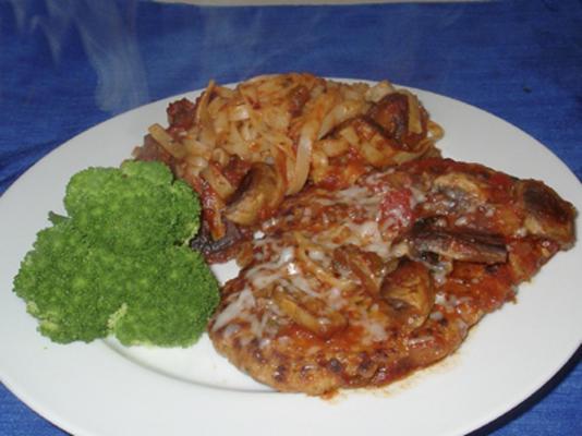 2 salsa ve makarna ile tenderized domuz biftek