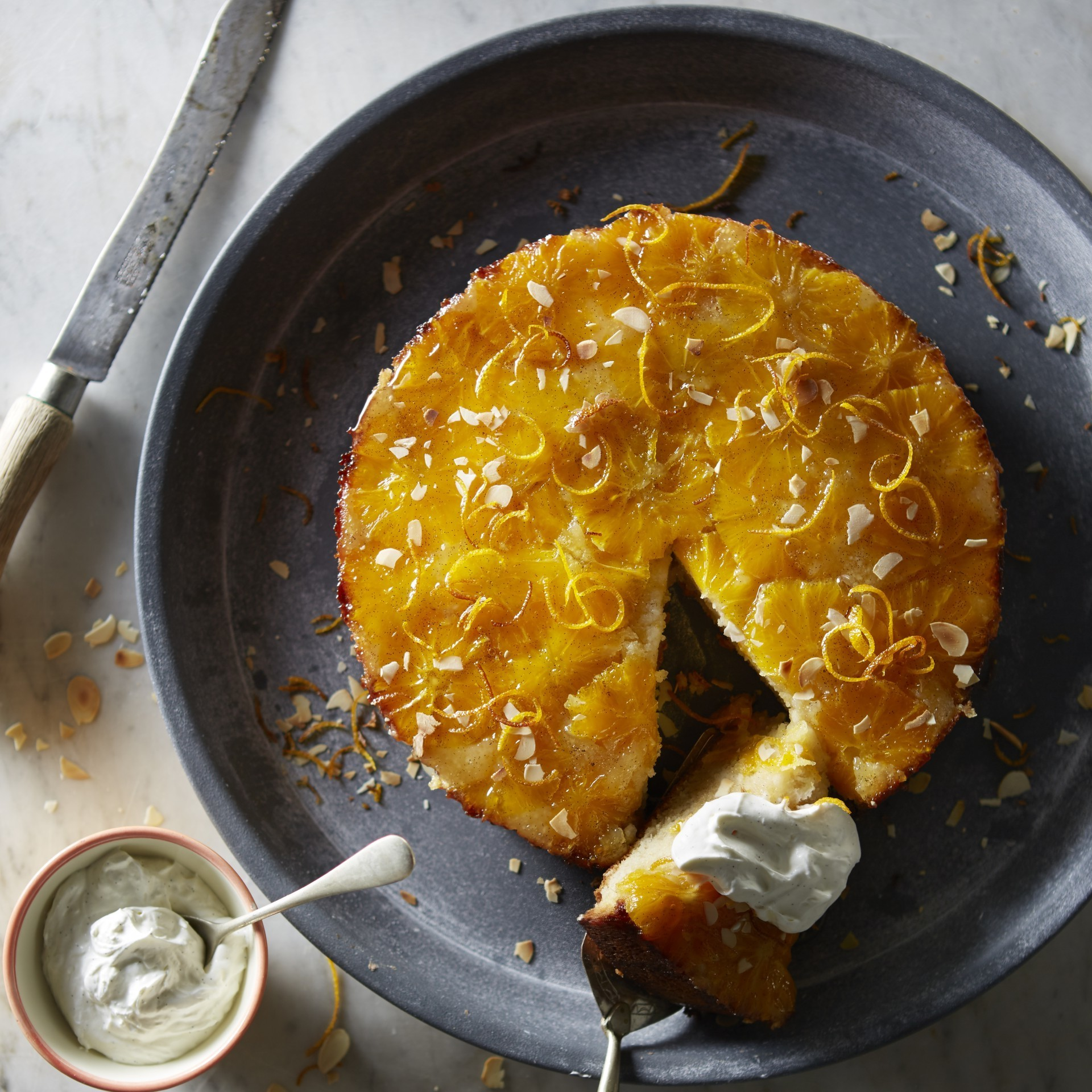 Vanilyalı krema ile portakallı turta