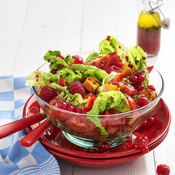 Baharatlı sos ile salata