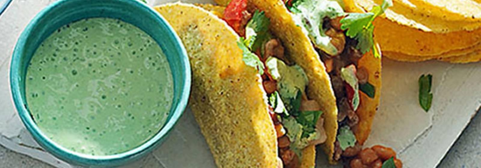 Taze sarımsaklı yoğurt ile hafif Meksika biber