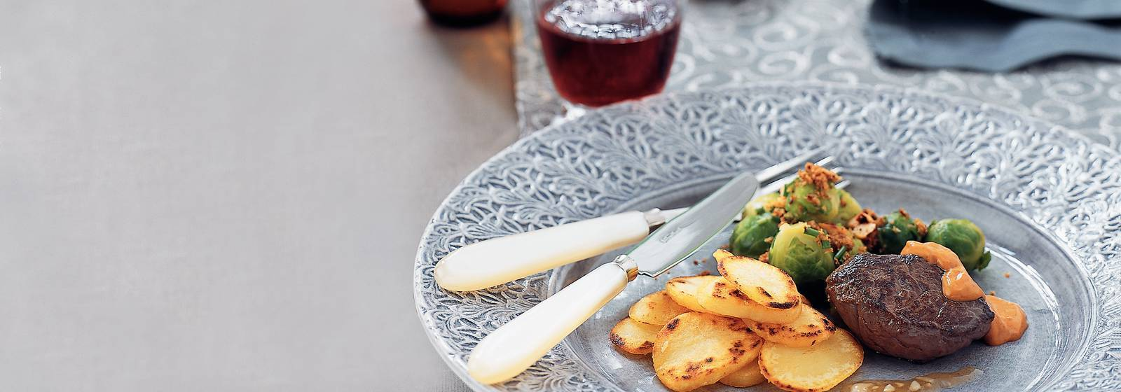 Brüksel lahanası tam tahıl somun ile